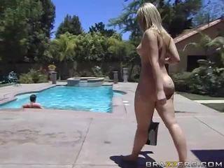 Alexis texas rides en fett kuk efter taking en dusch video-