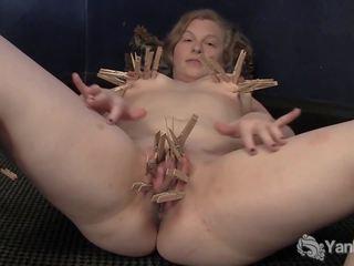 Uzbudinātas lili plays ar clothespins, bezmaksas porno 71