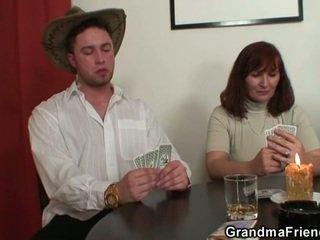 Strip poker leads kepada keras bertiga
