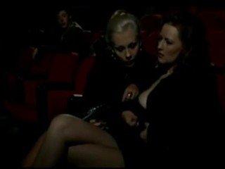 Alduterio italiano λόγω ragazze al σινεμά