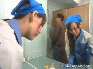 Aasialaiset executive tyttö perseestä sisään a julkinen bussi vapaa video-