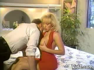 Blondie kuce slams jāšanās dildo augšup hunk's pakaļa