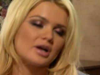 Alexis ford has sie süß runde mams sprayed mit frisch creamy schwanz milch