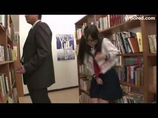 Skolniece iedīdītas līdz bibliotēka geek 12