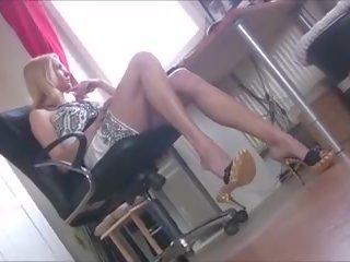 Perfect kantoor meisje dangling haar sexy mules: gratis porno b4