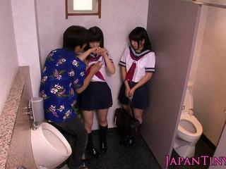 Bonita japonesa schoolgirls amor threeway
