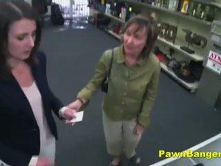 Viegli klients takes dzimumloceklis uz viņai matainas cunt par dollars