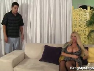 Voluptuous матуся has секс з step-son!