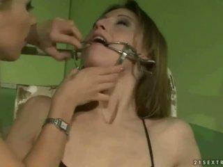 Gadis sekolah punishing yang slavegirl