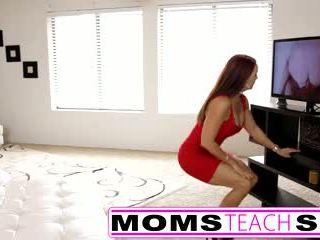 Стъпка мама fucks син в горещ тройка секс tape