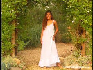 Alexandra silkki rakkaus being fingered mukaan the altaan ulkona