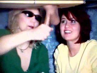 मां और बेटी खेलने साथ एक कॉक वीडियो