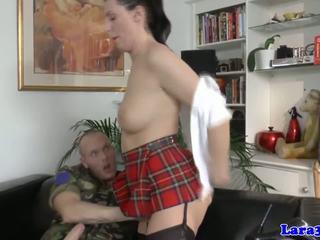 Inggris dewasa assfucked di dia seksi seragam