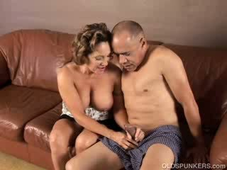Mooi oma loves naar neuken en eten sperma