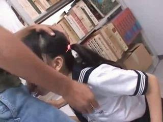 Brunette asiatique bouche baisée dur en école bibliothèque