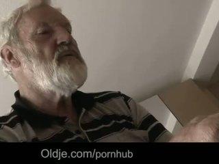 """Bearded morfar cum i tinaãâ²ãâ'ã¢â""""â¢s ung mun"""