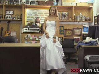 Sexy com redondo cu dentro um casamento vestido