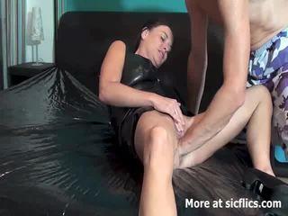 Fisting the sieva till viņa gushes torrents no piss