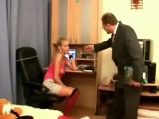 Pai captura dela a assistir alotporn vídeo