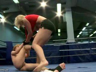 同性恋性行为, 的剧烈争吵, 女同志摔跤
