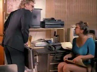 Málo chlapec shows jeho čurák porno