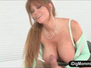 Gros seins belle mère darla crane anal baisée avec ado couple
