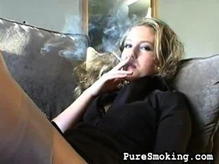 video, cô gái trẻ hút thuốc, fetish hút thuốc