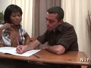 Francese nero studente in studentessa uniforme double penetrated da 2 bianco dicks