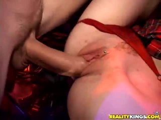 Candace būris receives nailed
