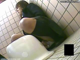 Secreto lavabo camera voyeur niñas masturbation