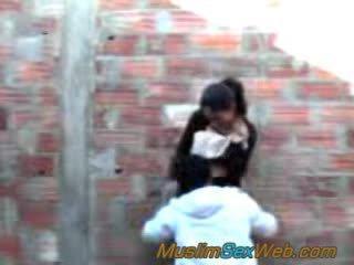 Arabo ragazza scopata all'aperto