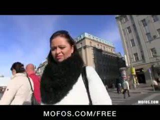Drovus & seksualu čekiškas brunetė yra paid už dalis karštas viešumas seksas