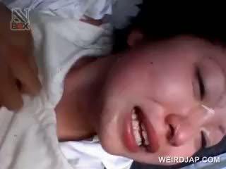 Aziāti skola skaistule gets sexually apvainotas uz a van