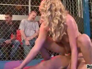 Codi carmichael cô gái tóc vàng bé having một cứng giới tính