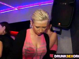 Shocking sexe fête plein de alcoolisée poussins