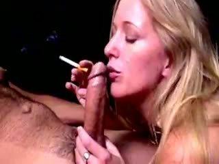Gaišmatis hoe dia zerva smokes un gives fellatio