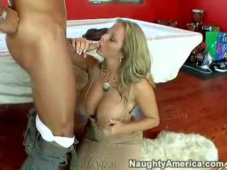 Makatas Mainit bida sa mga pornograpiya amber lynn bach hooks a meaty pole sa kanya steamy mouth