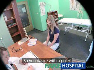 Fakehospital innocent blond gets den doctors massasje