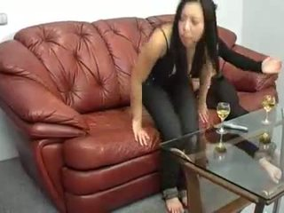 Two sievietes spēks jauns vīrietis līdz sperma.