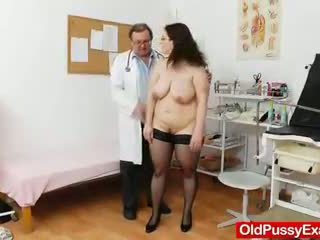 Big-breasted matured ob gyn eksāmens