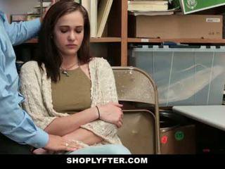 Shoplyfter - mamma og datter fanget og knullet til stealing