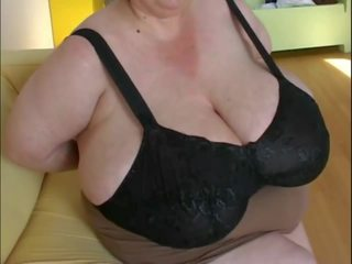 Le chupan las tetas a mi tia la gorda, porno 17