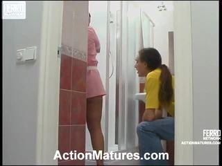 порно момиче и мъжете в леглото, porn in and out action, mature porn