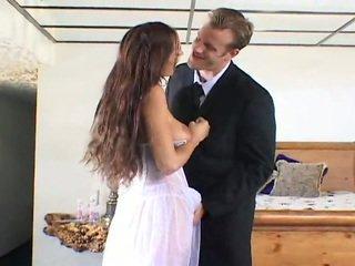 Schattig bruid getting geneukt door two