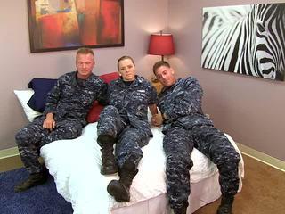 Seksi navy gadis fucks beliau sailors