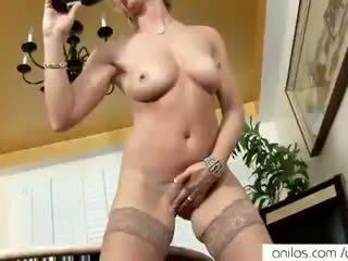 Реален оргазъм за горещ възрастни мама