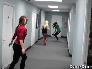 Seksuālā kuce spēlē a spēle