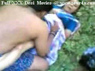 Indiane mallu aunty qirje përjashta në picnic