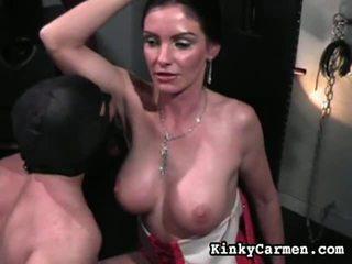 Mengen van vrouwelijke dominantie video's door kinky carmen
