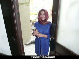 Teenpies - muslim момиче praises ah-laong чеп